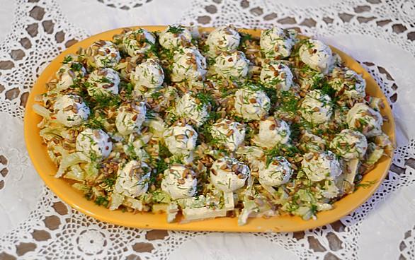 Salierų ir obuolių salotos su varškės kamuoliukais - bulviukose.lt