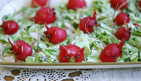 Kopūstų salotos su ridikėliais - bulviukose.lt