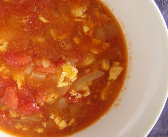 Kinietiška pomidorų sriuba - bulviukose.lt