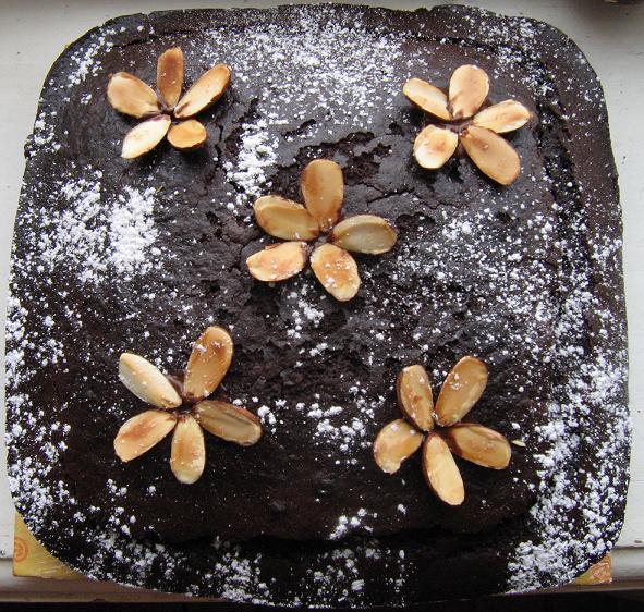 Drėgnas šokoladinis pyragas - bulviukose.lt