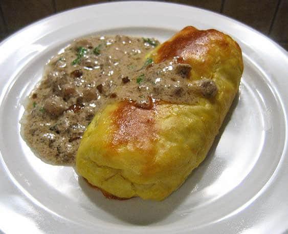 Bulviniai pyragėliai su raugintų kopūstų ir grybų įdaru - bulviukose.lt