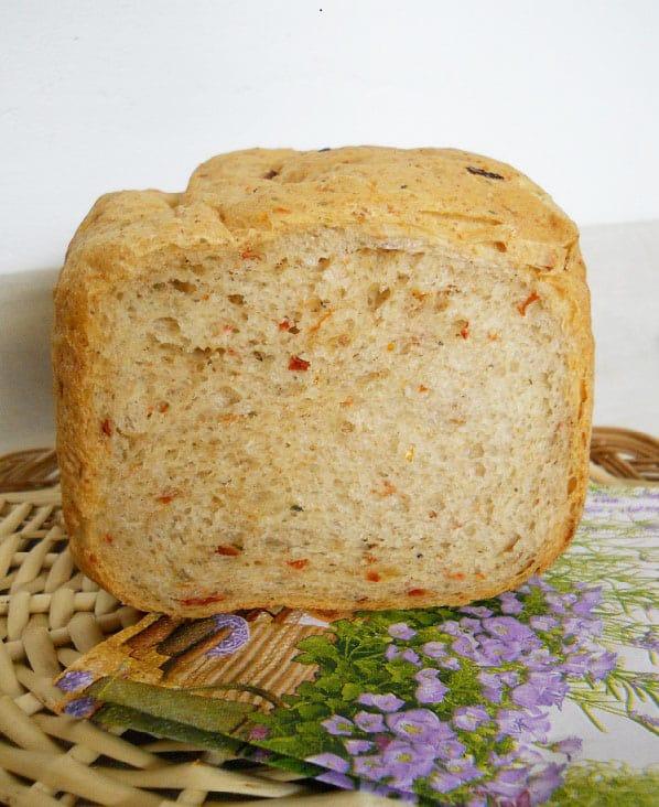 Duona su saulėje džiovintais pomidorais ir sūriu - bulviukose.lt