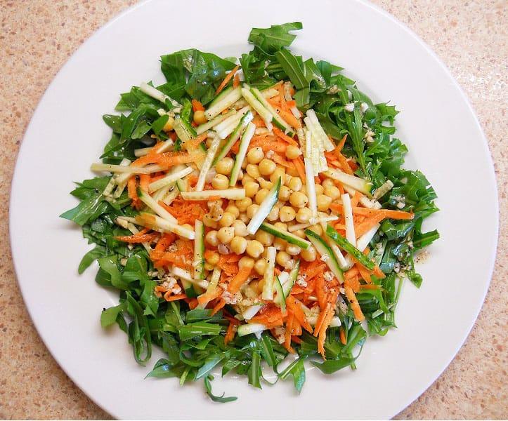 Gražgarsčių salotos su avinžirniais - bulviukose.lt