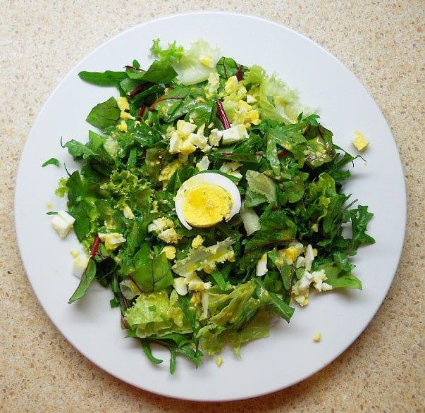 Burokėlių lapų salotos - bulviukose.lt