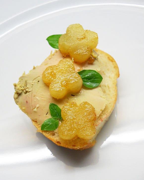 Ančių kenepėlių paštetas su karamelizuotais antaniniais obuoliais - bulviukose.lt