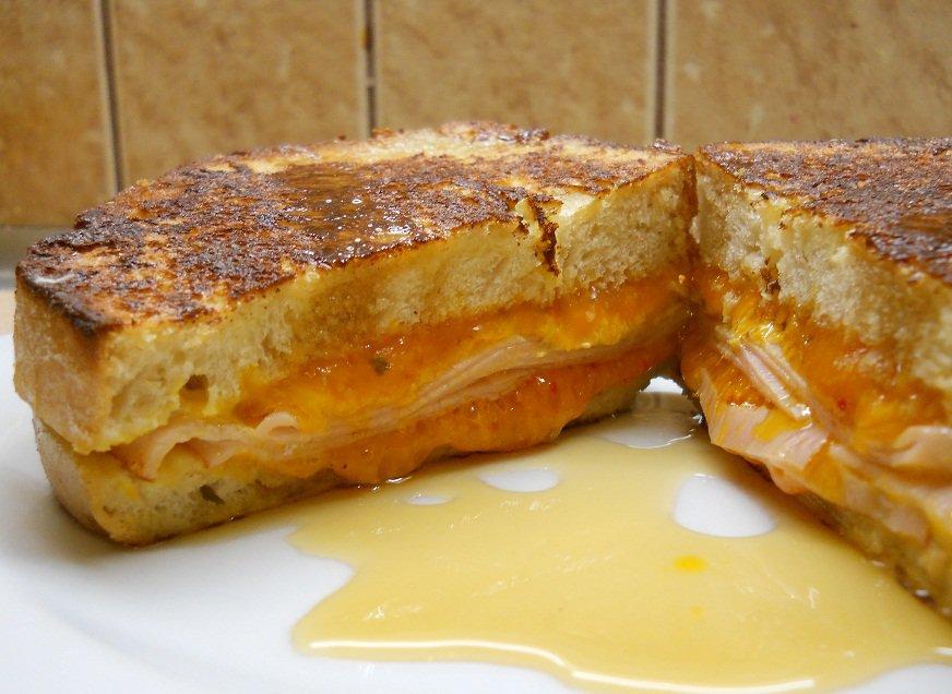 """Karštas sumuštinis """"Monte Cristo"""" - bulviukose.lt"""