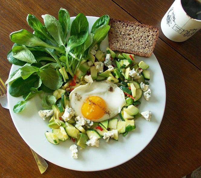 Šiltos pusryčių salotos - bulviukose.lt