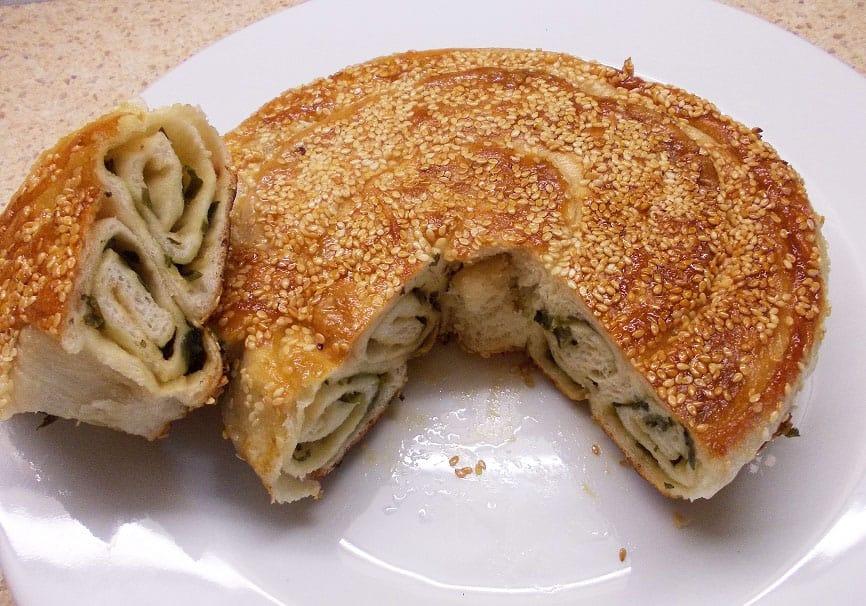 Duonelė su sezamais ir svogūnų laiškais - Zhi Ma Da Bing - bulviukose.lt