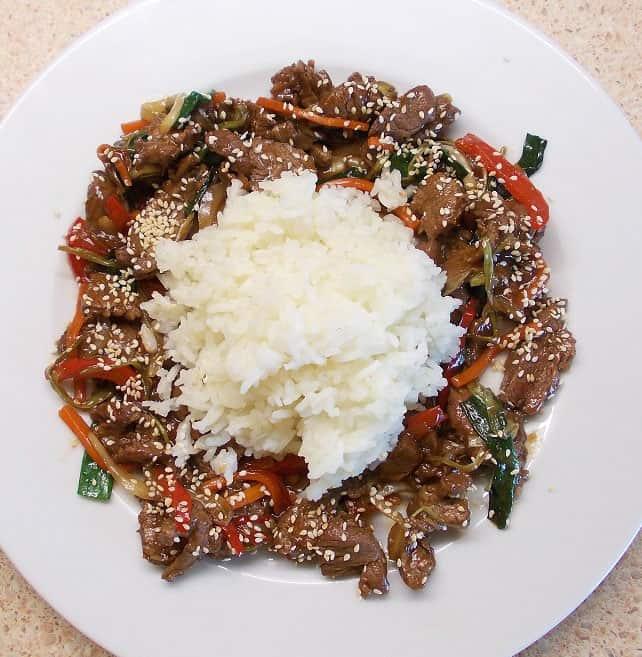 Jautiena su daržovėmis kinietiškai - bulviukose.lt