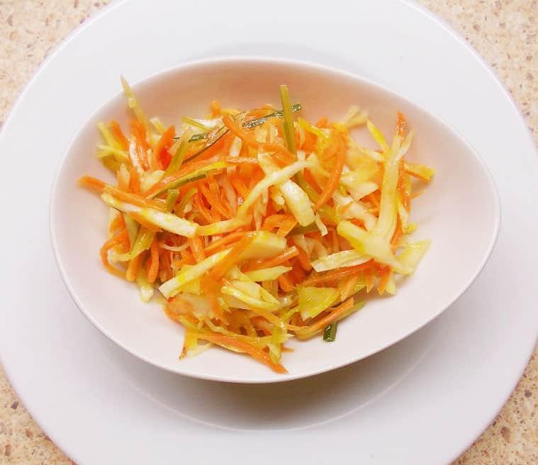 Marinuotos kopūstų salotos - bulviukose.lt