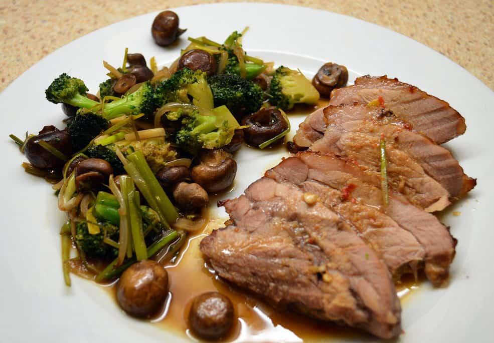 Rudųjų pievagrybių ir brokolių garnyras - bulviukose.lt