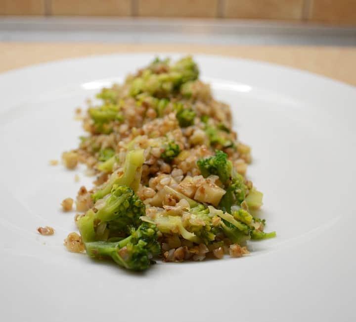 Grikiai su brokoliais ir salierais - bulviukose.lt
