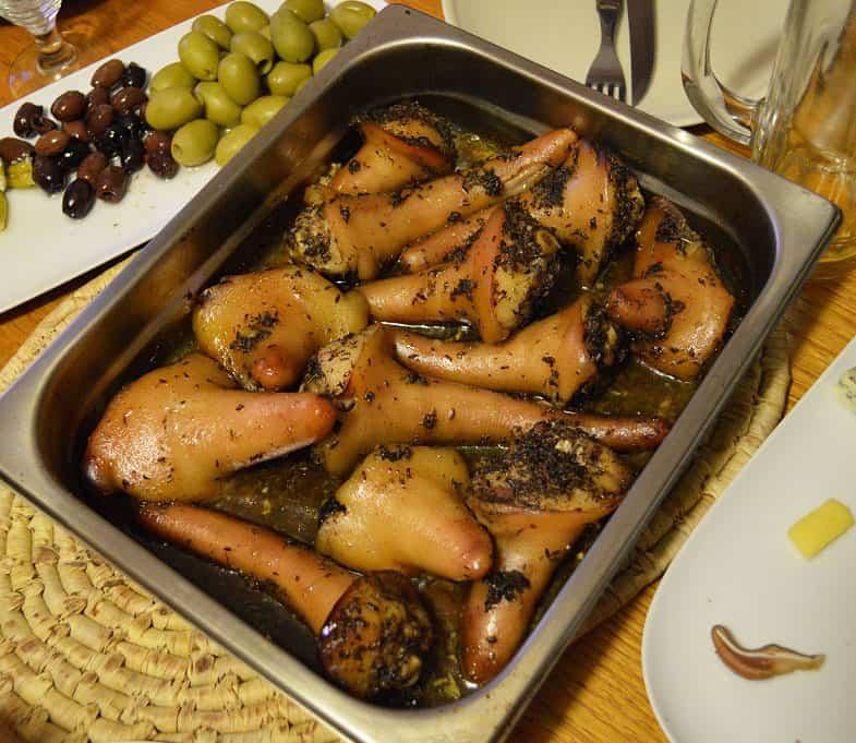 Krosnyje keptos kiaulių uodegos - bulviukose.lt
