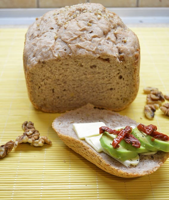 Grikių ir graikinių riešutų duona - bulviukose.lt