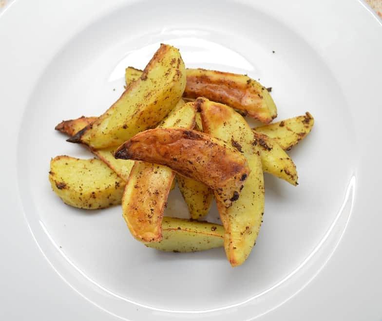 Orkaitėje keptos bulvytės su žagreniu - bulviukose.lt