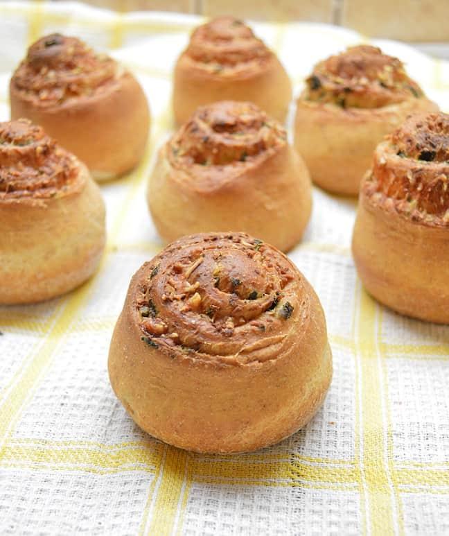 Česnakinės bandelės su sūriu - bulviukose.lt