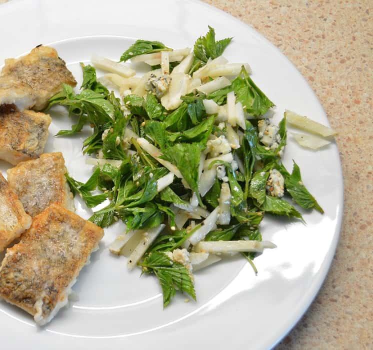 Topinambų salotos su garšvom ir mėlynojo pelėsio sūriu - bulviukose.lt