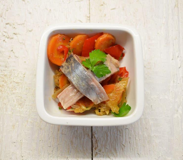 Silkė su įvairiomis kepintomis daržovėmis - bulviukose.lt