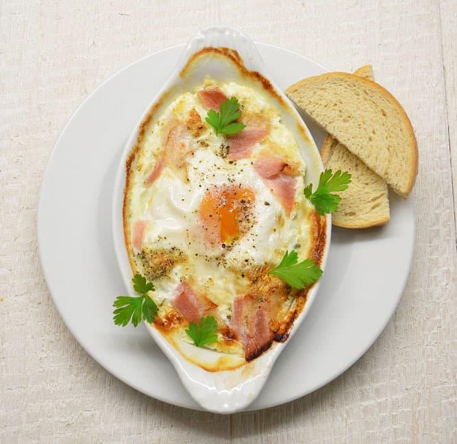Sūris užkeptas kiaušiniu. Pusryčiai savaitgaliui - bulviukose.lt