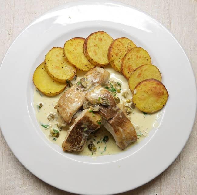 Keptas ūsorius su grietinėlės - kaparėlių padažu - bulviukose.lt