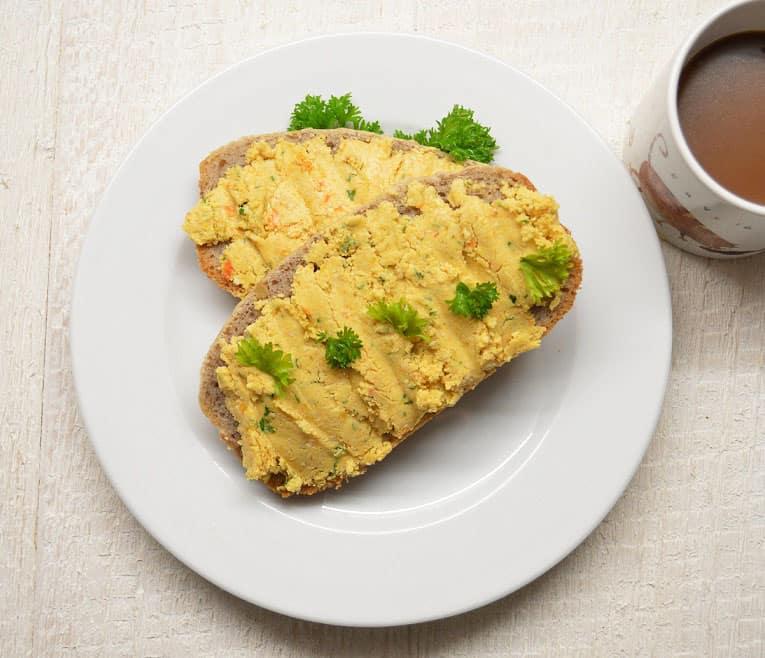 Keptų paprikų paštetas su ožkos brinzos sūriu - bulviukose.lt