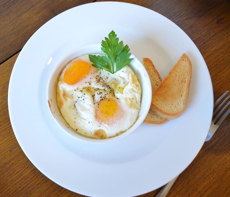 Ožkos sūris užkeptas kiaušiniu. Nekasdieniams pusryčiams - bulviukose.lt
