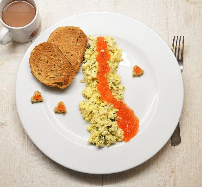 Kiaušinienė su ikrais. Gurmaniški pusryčiai - bulviukose.lt