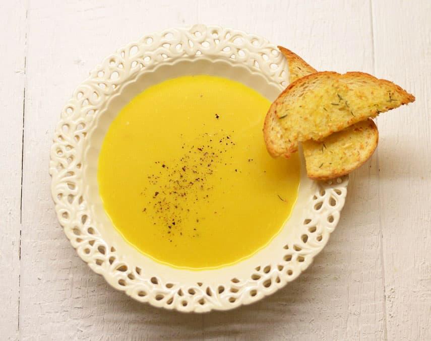 """""""Sezoninė virtuvė"""" ir česnakų sriuba su česnakine duona - bulviukose.lt"""