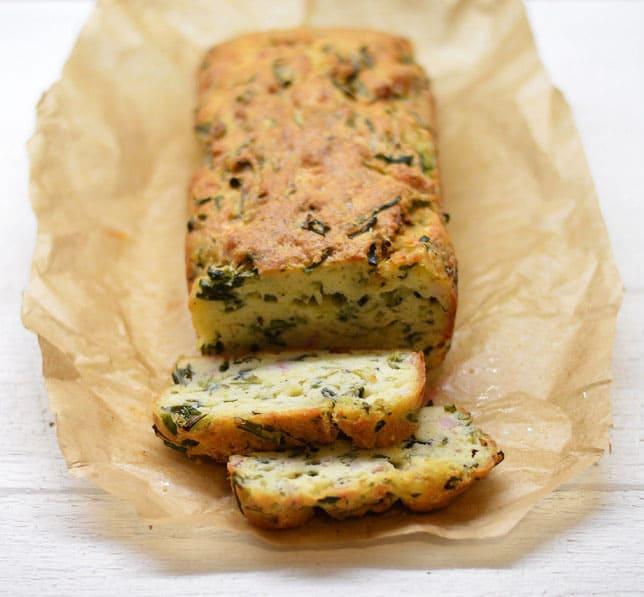 Pyragas su sūriu ir svogūnų laiškais - bulviukose.lt