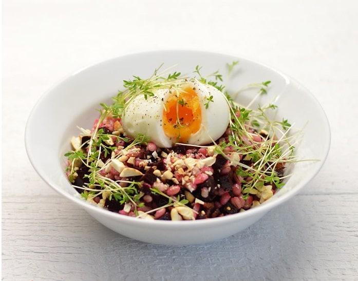 Perlinių kruopų salotos su burokėliais, riešutais ir pipirnėm - bulviukose.lt