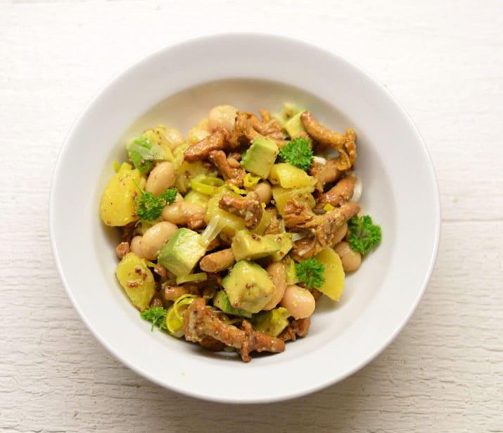 Bulvių salotos su marinuotais grybais - bulviukose.lt
