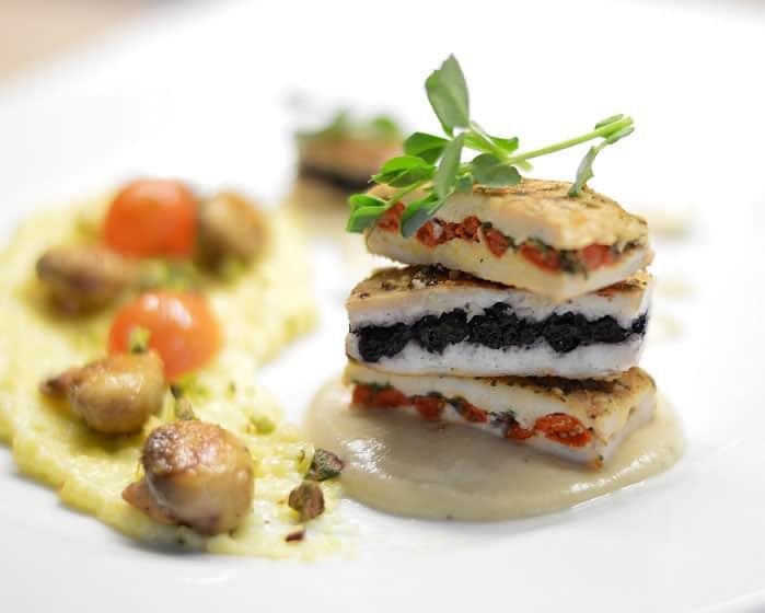Vištienos kepsneliai įdaryti mėlynėmis ir goji uogomis - bulviukose.lt