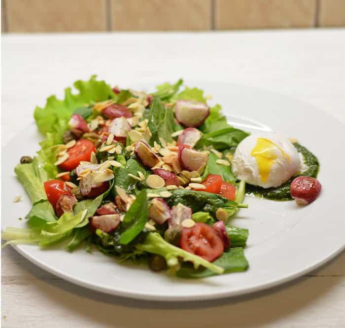 Salotos su keptais ridikėliais ir kiaušiniu - bulviukose.lt