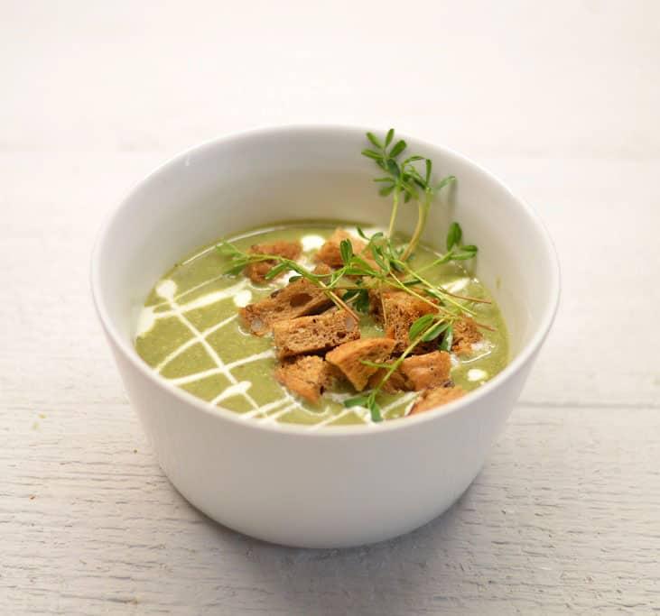 Trinta dilgėlių sriuba su česnakiniais skrebučiais - bulviukose.lt