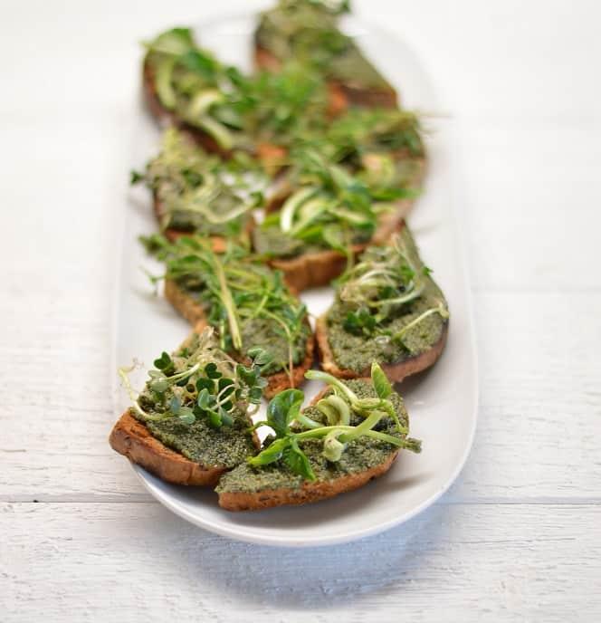 Dilgėlių pesto. Pavasarinis vitaminų šaltinis - bulviukose.lt
