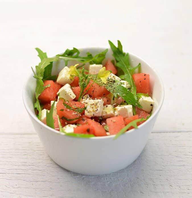 Arbūzo ir sūdyto sūrio salotos. Paprasta pagaminti - bulviukose.lt