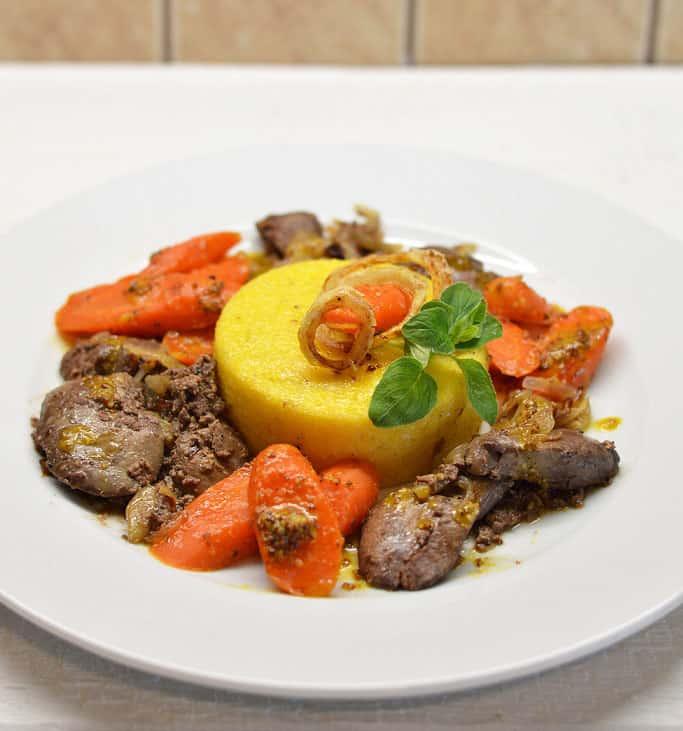 Keptos vištų kepenėlės su apelsininėmis morkomis ir polenta - bulviukose.lt