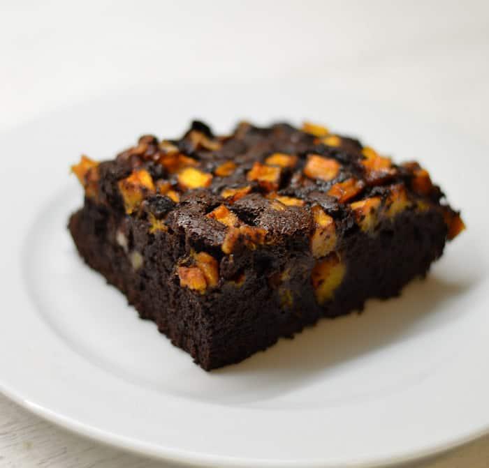 Šokoladinis pyragas su moliūgu ir karijų riešutais - bulviukose.lt