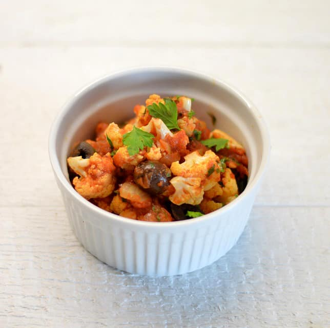 Žiediniai kopūstai pomidorų ir alyvuogių padaže - bulviukose.lt