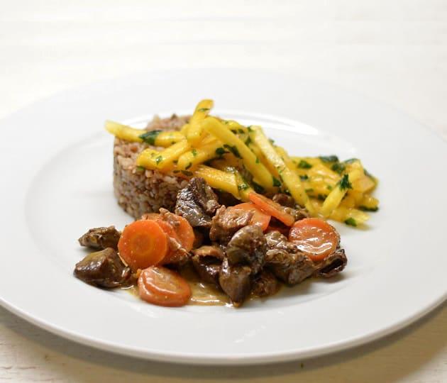 Žąsienos troškinukas su grikiais ir persimonų salotomis - bulviukose.lt