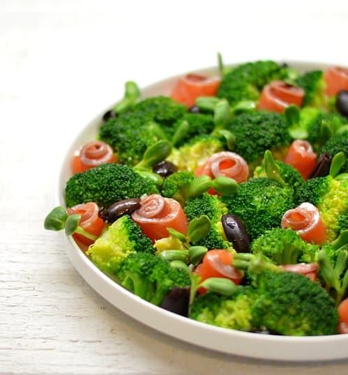 Salotos su brokoliais ir lašiša. Paprasta pagaminti - bulviukose.lt