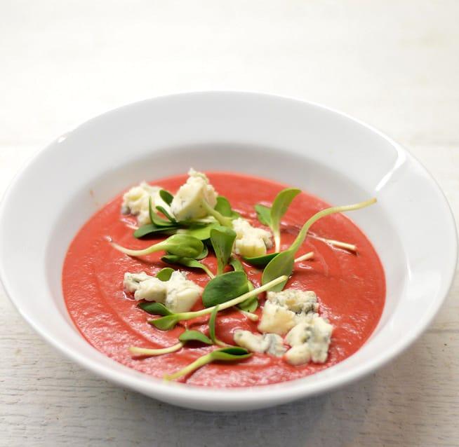 Trinta burokėlių sriuba su Gorgonzolos sūriu - bulviukose.lt