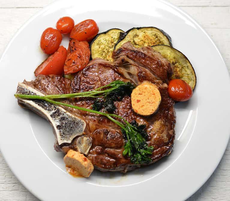 """Keptas """"Ribeye"""" kepsnys su baklažanais ir pomidorais - bulviukose.lt"""
