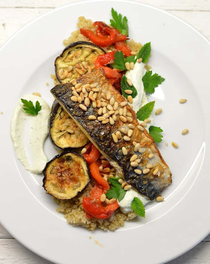 Salotos su bolivine balanda, baklažanais, paprika ir skumbre - bulviukose.lt