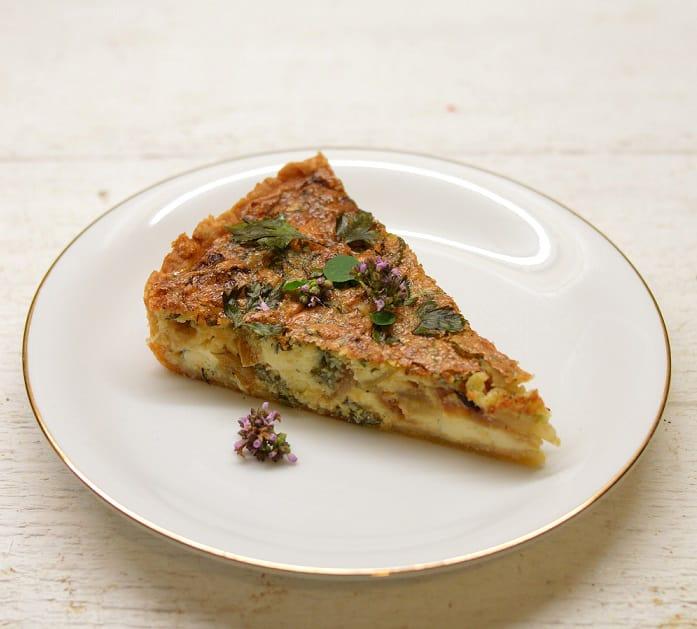 Pyragas su trijų rūšių sūriais ir karamelizuotais svogūnais - bulviukose.lt