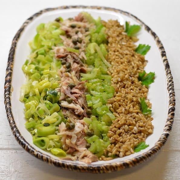 Rūkytos skumbrės salotos su avižomis - bulviukose.lt
