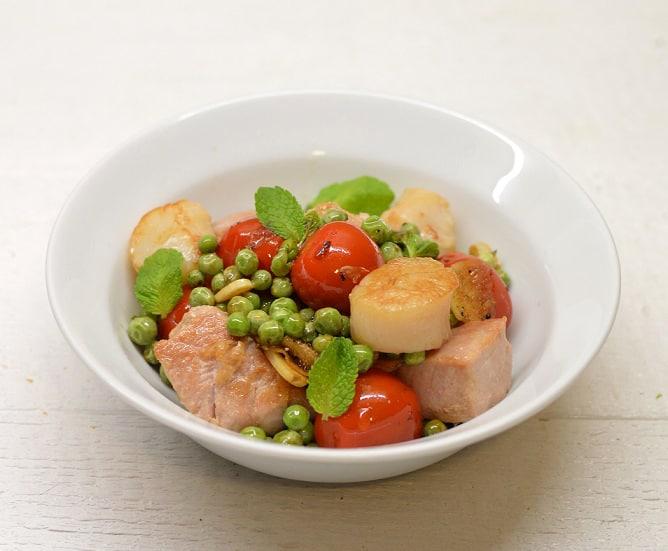 Šiltos tuno ir jūros šukučių salotos - bulviukose.lt