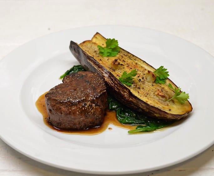 Jautienos kepsnys su keptu baklažanu - bulviukose.lt