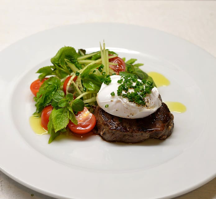 Jautienos kepsnys su garšvų salotomis - bulviukose.lt