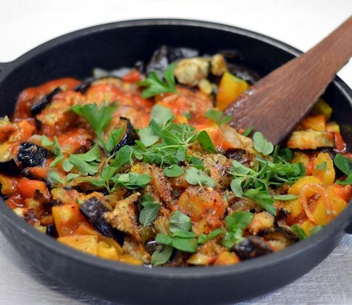 Paprikų ir baklažanų troškinys - bulviukose.lt